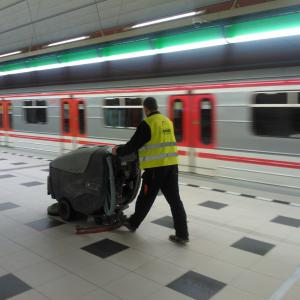 Úklid stanice metra Petřiny